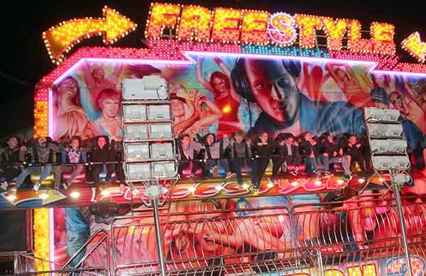 Freestyle fair ride